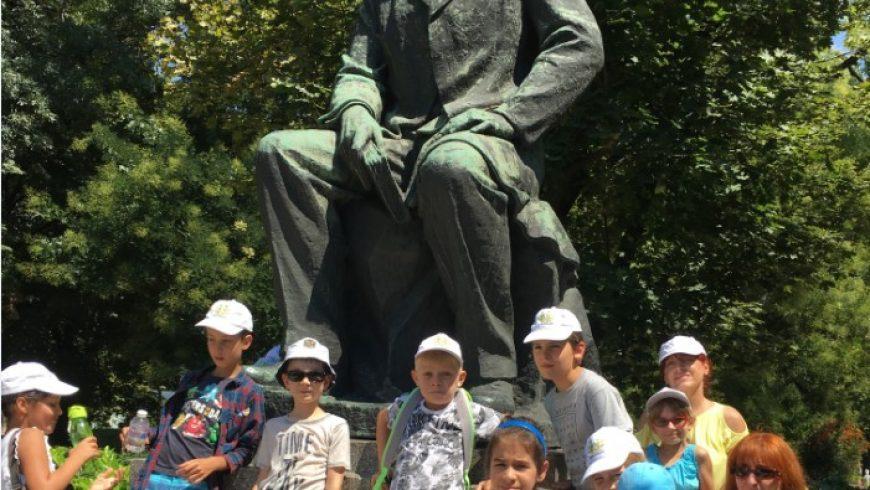 На гости на Иван Вазов в София